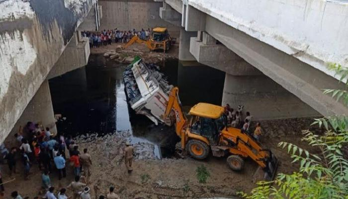 yamuna bus accident agra